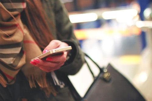 mobile-girls.jpg