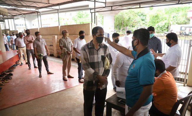 Kozhikode: Members of Muslim community undergo thermal screening as they arrive to offer namaz, at Panniyankara Juma Masjid in Kozhikode, Friday, June 26, 2020. (PTI Photo) (PTI26-06-2020_000083B)