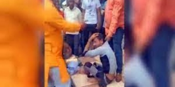 A Muslim bangle seller being attacked in Indore.